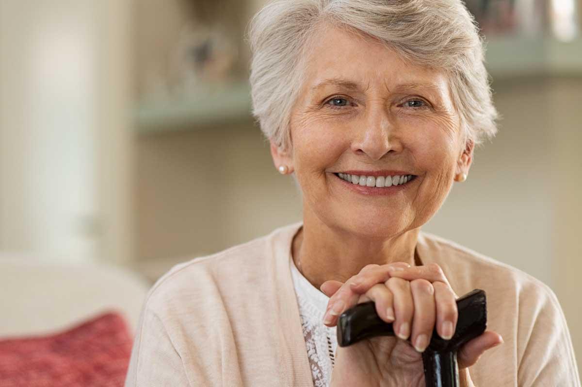 Anziana e badante caregiver