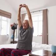Alzarsi letto anziani badanti