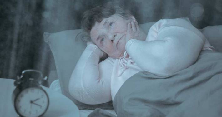 Badante di notte nicturia anziano