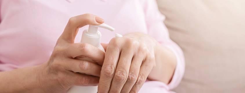 pelle dell'anziano: una cura della badante
