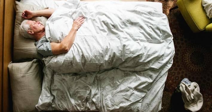 L'ipersonnia dell'anziano e l'aiuto della badante