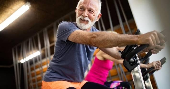 Attrezzi per palestra anziani: l'aiuto della badante