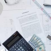 Uomini e donne: il salario della badante è controcorrente