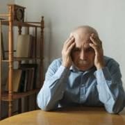 Anziano dimentica badante