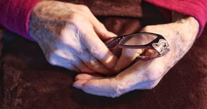 anziani cura solitudine