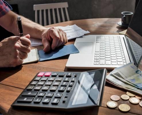 stipendio minimo badante lavoratore domestico milano